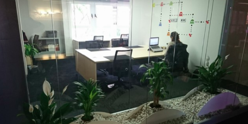I share an office in Valencia