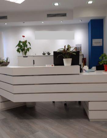Alquiler consultas medicas | consulta en el centro de Barcelona con grandes ventanales