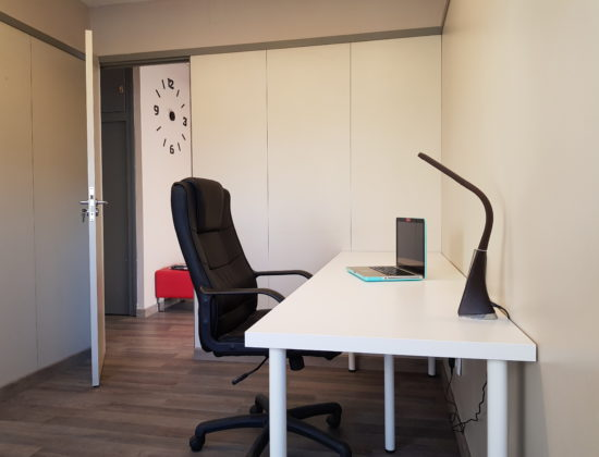 Alquiler carrer del Sant Crist   Despacho individual amplio en oficina compartida
