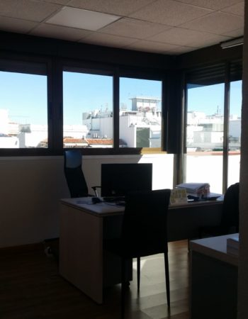 We offer two individual exterior offices and one interior in Jorge Juan street in Madrid