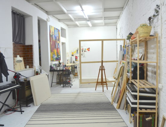 Local in Madrid shared center with illustrator and architect