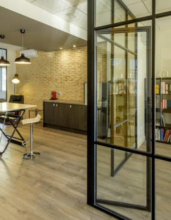 Photo studio + Meeting room