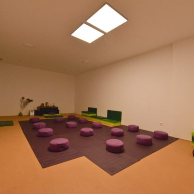 Rent yoga rooms, therapies, workshops, regressions and room with whirlpool