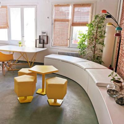 Oficina /estudio de diseño compartida y con patio
