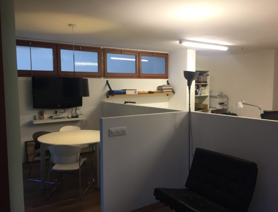 Office table rental in Tres Torres