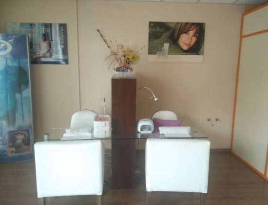 We rent a room for tattoos, masseuse, physiotherapists, osteopathy…